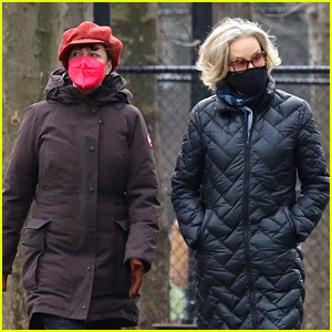 Susan Sarandon & Jessica Lange Give Money To Homeless During Walk in NYC