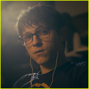 Tom Holland Plays a Bank Robber in His New Film 'Cherry' - Watch the Trailer!