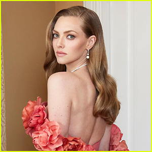 Amanda Seyfried Stuns in Backless Oscar de la Renta Dress at Golden Globes 2021