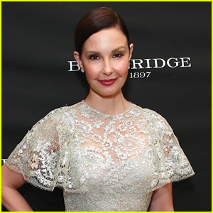 Ashley Judd Shatters Her Leg In Freak Accident During Her Trip To Africa