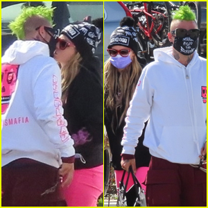 Avril Lavigne & New Boyfriend Mod Sun Share a Kiss While Out on Valentine's Day!