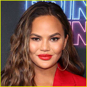 Chrissy Teigen Shares Photo of Her Bare Body After Surgery