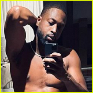 Dwyane Wade Bares Ripped Abs in Pre-Valentine's Day Shirtless Selfies!