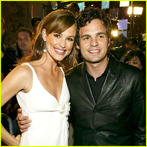 Mark Ruffalo & Jennifer Garner Reunite on 'Adam Project' Set - See The Selfie!