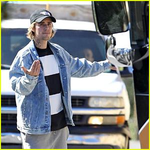 Justin Bieber Plays Parking Assistant to Help Driver Park His Tour Bus