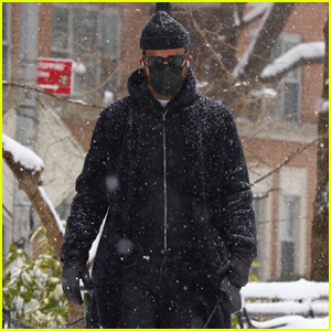 Justin Theroux Takes His Pup Kuma on a Snowy Walk in NYC