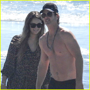Robin Thicke Goes Shirtless for Beach Day with His Family!