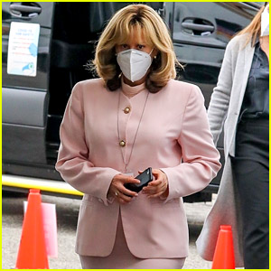 Sarah Paulson Is Unrecognizable While Dressed as Linda Tripp on 'Impeachment' Set