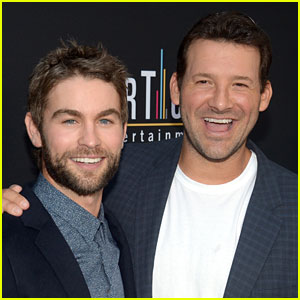 Super Bowl Announcer Tony Romo Has a Famous Brother-in-Law: Gossip Girl's Chace Crawford!