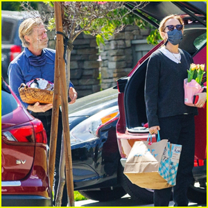 Felicity Huffman & William H. Macy Stop by a Friend's House for a Gathering