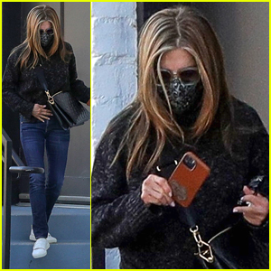 Jennifer Aniston Keeps It Cute & Casual For Afternoon Hair Appointment