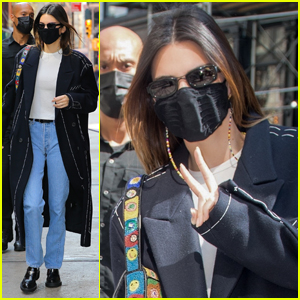 Kendall Jenner Rocks an Oversized Coat As She Grabs Lunch in NYC