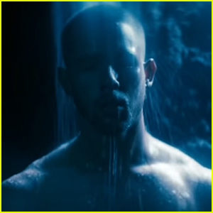 Nick Jonas Strips Down for a Shower in Steamy 'Spaceman' Music Video - Watch Now!