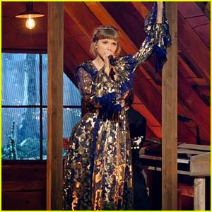 Taylor Swift's Grammys 2021 Performance Was a Medley of 'Folklore' & 'Evermore' Songs!