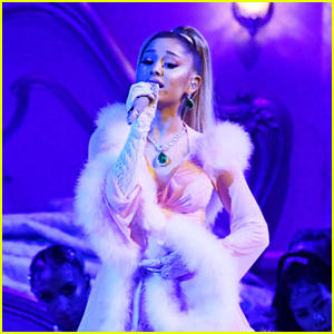 A Clip of Ariana Grande Arranging Her Vocals Is Going Viral & Impressing a Lot of People!