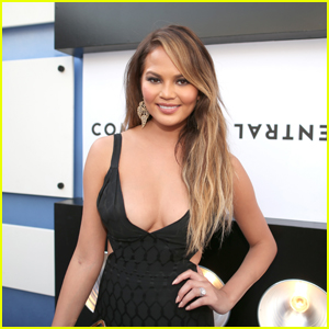 Chrissy Teigen Returns to Twitter Three Weeks After Announcing She Was Leaving