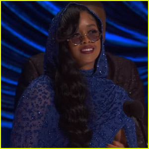 H.E.R. Wins Best Original Song for 'Fight For You' at Oscars 2021 - Watch!