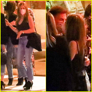 Jennifer Aniston Hugs It Out With Will Speck, Molly McNearney & Friends At Dinner
