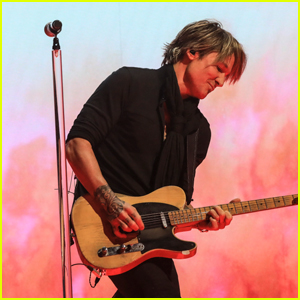 Keith Urban Rocks Out on Stage Performing 'Tumbleweed' at ACM Awards 2021 - Watch!