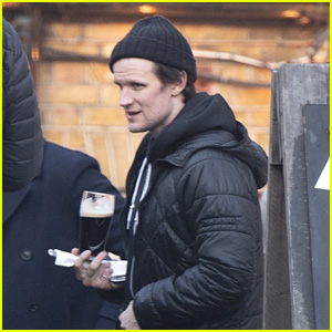 Matt Smith Grabs Drinks With Friends at the Pub