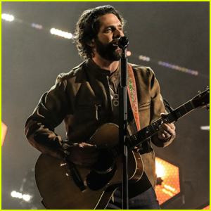 Thomas Rhett Performs New Song 'Country Again' at ACM Awards 2021