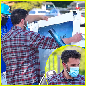 Ben Affleck Signs Giant 'Gone Girl' Poster While Out in LA