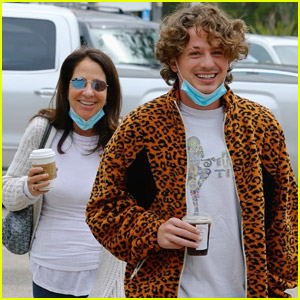 Charlie Puth Heads Out for Lunch with His Mom!