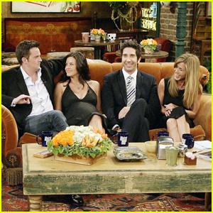 Courteney Cox Was 'In Tears' After Ross & Rachel's First Kiss on 'Friends'