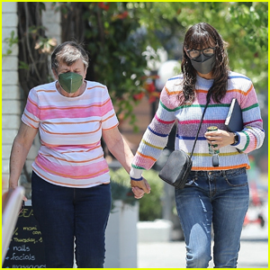 Jennifer Garner Enjoys a Day of Pampering With Mom Patricia