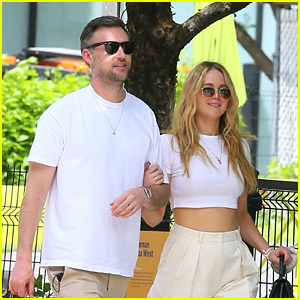 Jennifer Lawrence Bares Her Midriff During Weekend Outing with Husband Cooke Maroney