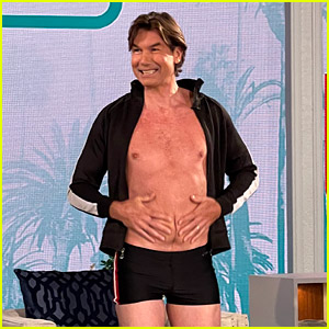Jerry O'Connell Bares His 'Dad Bod' While Recreating Will Smith's Viral Photo