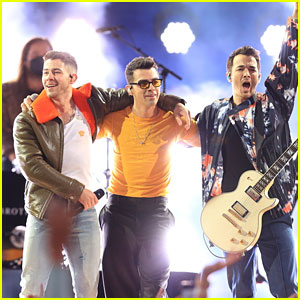 Jonas Brothers Close Out BBMAs 2021, Debut New Single During Their Performance!
