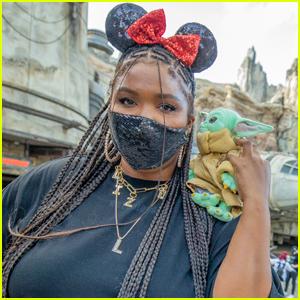 Lizzo Has a Blast Visiting Star Wars: Galaxy's Edge at Disneyland!