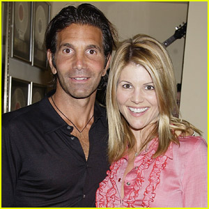 Lori Loughlin & Mossimo Giannulli Request to Go On Vacation While on Probation