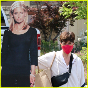 Selma Blair Reenacts Her Iconic Kiss from 'Cruel Intentions' with a Cardboard Cutout of Sarah Michelle Gellar