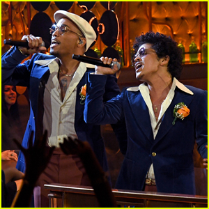 Bruno Mars & Anderson .Paak's Silk Sonic Performs 'Leave the Door Open' At iHeartRadio Awards 2021