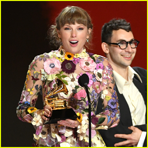 Taylor Swift Breaks Vinyl Sales Record With 'Evermore'!
