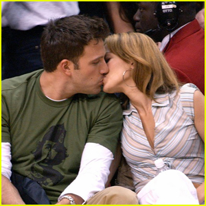 Ben Affleck & Jennifer Lopez Spotted Kissing in Public for the First Time Since Reuniting!