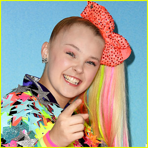JoJo Siwa Reveals Four of the Celebs Who Reached Out After She Came Out (& What One of Them Actually Texted to Her!)