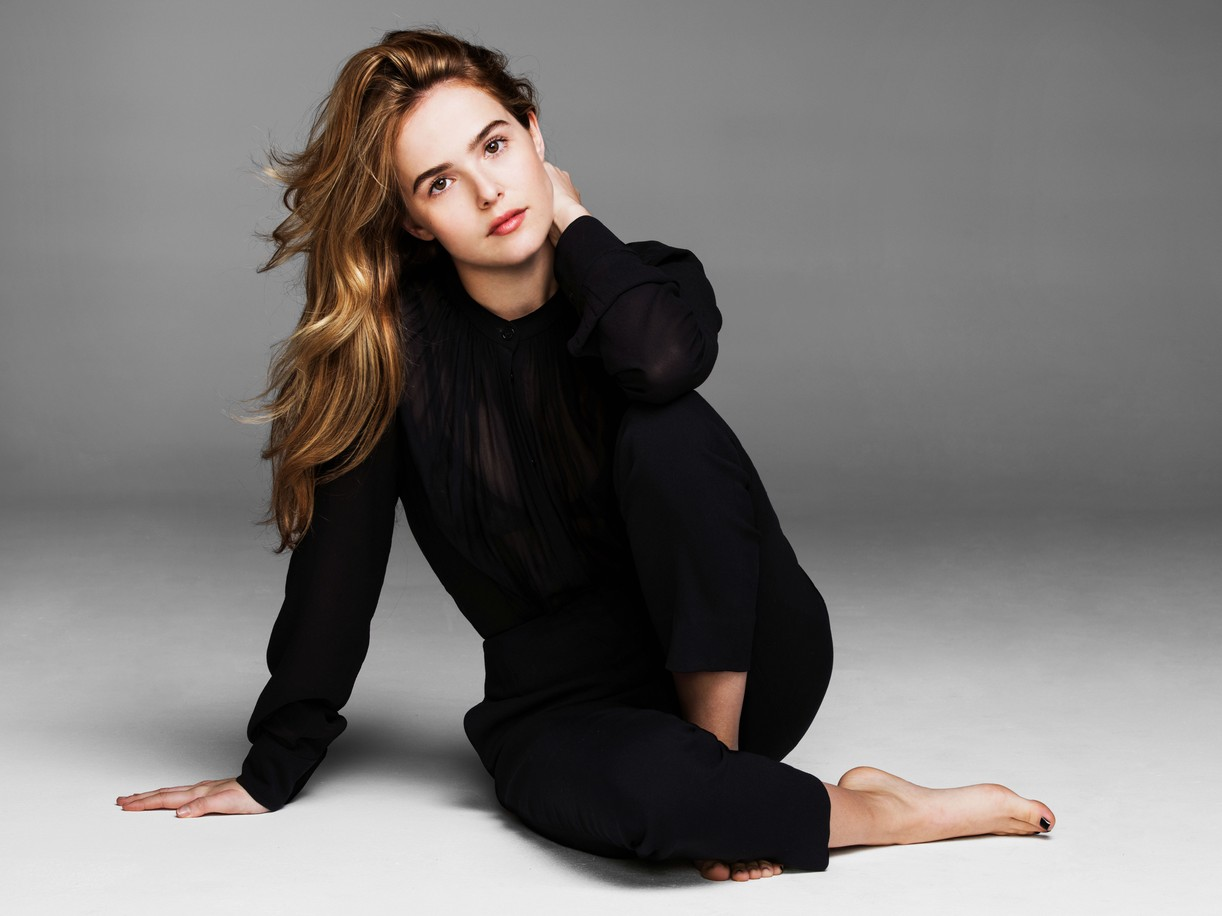 Zoey Deutch relaxes on the floor in a comfy all black outfit